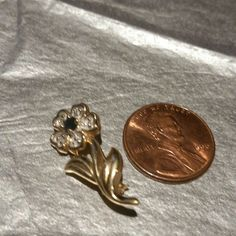🆕14K GENUINE GOLD FLOWER PENDANT/PIN 🎀BEAUTIFUL PRESENT🎁🎁🎁, NEVER WORN🎁🎁 NWOT...SALE.🚨  👵💕👩SPECIAL DISCOUNT 👧💕👱  14K GENUINE GOLD FLOWER PIN/PENDANT FLOWER IS MADE UP OF A SAPPHIRE IN THE CENTER, WITH DIAMONDS IN THE CENTER OF EACH PETAL, WHICH CIRCLES THE MIDDLE SAPPHIRE STONE.  DOUBLES USES, YOU CHOOSE: WEAR IT AS A  PIN, OR ELECT TO WEAR IT AS A PENDANT ON A GREAT CHAIN. 2 USES IN 1 GIFT..PERFECT!!! MUST HAVE!!!! . Jewelry
