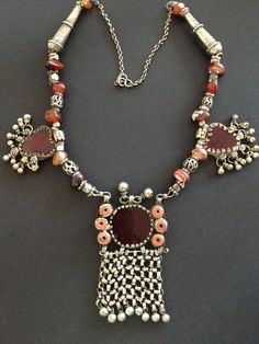 Yemen | Mixed metal and agate necklace. | © Jose M Pery.