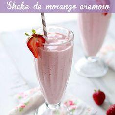 Melhor do que muito milkshake! É só bater: 1 xícara de morangos congelados, 3/4 xícara de leite de amêndoas, 1/3 xícara de aveia em flocos, 1/2 xícara de iogurte grego e 1 scoop de whey de baunilha. Uma ótima pedida para um lanche da tarde e pós treino!