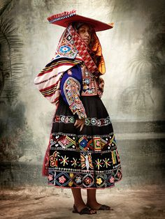 Peru | Cusco, 2007: Traditional women's dress. District of Tinta, province of Canchis. | ©Mario Testino