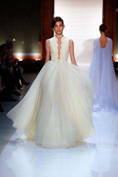 Desfile de Georges Hobeika primavera-verão 2014 | O blog da Maria. #casamento #vestidodenoiva #amareloclaro #GeorgesHobeika
