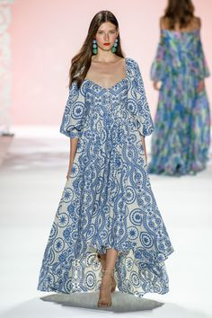 Badgley Mischka Spring 2020 Ready-to-Wear Fashion Show Piper Wirth Badgley Mischka Spring 2020 Ready-to-Wear Fashion Show Badgley Mischka Spring 2020 Ready-to-Wear Collection – Vogue Fashion 2020, Look Fashion, Runway Fashion, Spring Fashion, High Fashion, Fashion Show, Fashion Outfits, Fashion Design, Fashion Trends