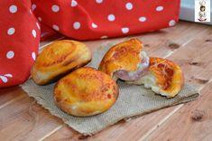 Le bombette salate farcite sono dei piccoli lievitati molto stuzzicanti, simili alla pizza, buonissimi anche fatti per tempo e riscaldati all' occorrenza