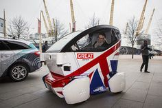 The Lutz Pathfinder is a little electric pod that is among the first driverless vehicles to be tested in public in the UK. Jaguar, Ford, Cars Uk, Self Driving, Car Videos, Boat Plans, Concept Cars, Product Launch, Technology