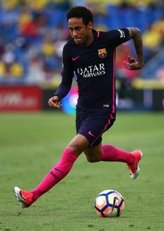 Neymar of Barcelona attacks during the La Liga match between UD Las Palmas  and Barcelona at cd30f2feede70