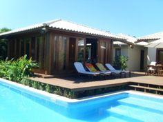 Casa de luxo no condomínio com  segurança privada, bem decorada, com jardim e paisagismo, em área de preservação ambiental, com rica vegetação em Itacimirim, Bahia, Brasil.
