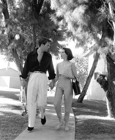 Robert Wagner & Natalie Wood 1957 courtesy of Bob Bogard, Palm Springs Art Museum.  Now that's style.