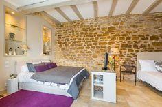 Une des Chambres d'hôtes à vendre en Beaujolais des Pierres Dorées à 25 mn de Lyon
