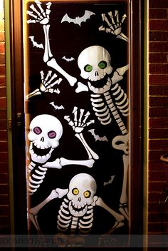 25 Creative Halloween Door Decorations for 2018 14 Spooky Halloween, Deco Porte Halloween, Halloween Mignon, Outdoor Halloween, Happy Halloween, Funny Halloween, Halloween Costumes, Halloween Classroom Door, Halloween Front Door Decorations