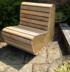 A cosy little 2-seater sofa we designed & had made from recycled wood pallets & OSB. How cool is that!                                                                                                                                                     Más
