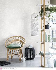 Eijffinger behangcollectie Blend    Schop je schoenen uit en plof lekker op de bank. Je bent thuis. Hier word je omringt door je favoriete spullen, kleuren en dessins. De basis van dit thuis creëer je zelf met jouw mix uit Blend.    #home #homedecor #homedesign #homeinterior #homestyle #homesweethome #inspiration #inspirational #interieur #interieurdesign #interieurinspiratie #interieurstyling #interior #interiorandhome #interiordesign #interiordesignideas #interiordetails #eijffinger