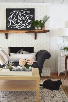 Today I'm joining in a Spring Tour of Cozy homes hosted by Rachel from Shades of Blue Interiors and Country Living. Besides the fact that I love the women who host tours like this and it&#821…