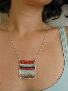Simple crochet necklace by pompom design