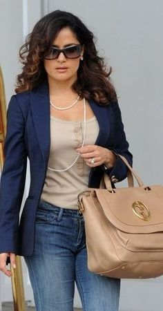 Outfits con jeans para mujeres maduras - Lilly is Love Casual Work Outfits, Business Casual Outfits, Mode Outfits, Casual Jeans, Work Casual, Casual Chic, Fashion Outfits, Stylish Outfits, Jeans Outfit For Work