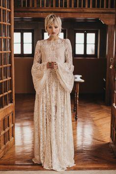 Our Favorite 2020 Wedding Dress Designers Our Favourite 2019 Wedding ceremony Costume Designers June 2019 Bridal Outfits, Bridal Dresses, Moda Boho, Bohemian Bride, Bridal Robes, Designer Wedding Dresses, Dream Dress, Bridal Style, Bangs