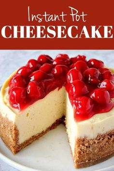 Instant Pot Cheesecake Recipe - the best creamy and irresistible vanilla cheesecake with cherry pie topping. Instant Pot Cheesecake Recipe - the best creamy and irresistible vanilla cheesecake with cherry pie topping. Brownie Desserts, Oreo Dessert, Mini Desserts, Easy No Bake Desserts, Cheesecake Desserts, Strawberry Desserts, Easy Cake Recipes, Baking Recipes, Cheesecake Decoration