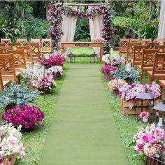 Sugestão de decoração para casamento no campo!! 😍😍😍.#universodasnoivas #noivas #voucasar #wedding #casamentos #vestidos #vestido #blogdecasamento #casar #amei #weddings #weddingday #weddingdress #click @brunomattosfotografia