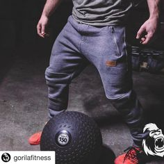 like a beast 😈 author  @larouchadm ... @gorilafitness joggers sont en vente dès aujourd'hui midi!!! ・・・ Gorila  #restday  Joggers will drop on Valentine's day at noon! 🌷🇨🇦 #limitedquantities   #joggers   #joggerpants   #sweatpants   #netflixandchill   #warm   #comfy   #crossfit   #weightlifting   #strongman   #powerlifting   #slamball   #fatballs   #brutasdobox   #shesquats   #cometrainwithus   #killcliff   #gymnasty   #calisthenicsmovement