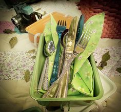 Uma marmita de ágata pode levar talheres e guardanapos. Produção de Luana Prade