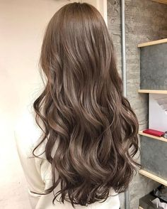 40 Trendy Brown Hair Color Ideas You Can Try brown hair colors, brown hair with caramel highlights, ashy brown hair, chocolate brown hair Ashy Brown Hair, Brown Hair With Caramel Highlights, Brown Hair Shades, Chocolate Brown Hair Color, Brown Hair Balayage, Hair Highlights, Korean Hair Color Brown, Blonde Shades, Light Ash Brown Hair