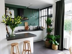 Binnenkijken bij Cynthia • Cynthia Small Apartment Interior, Apartment Design, Kitchen Interior, Küchen Design, House Design, Student House, Interior Design Inspiration, Home Kitchens, Home Furniture