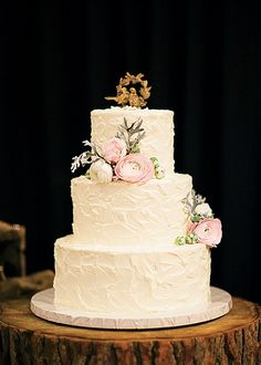 Now that, my friends, is a wedding cake!