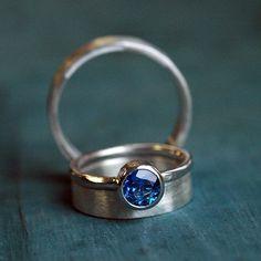Anillo de boda Set - anillo de boda su conjunto su banda de bandas de boda - alianzas de boda - azul zafiro anillo de compromiso - anillos de bodas de plata - 4063 de thebeadgirl en Etsy https://www.etsy.com/es/listing/123493047/anillo-de-boda-set-anillo-de-boda-su