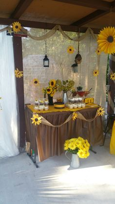How to Make Paper Sunflowers for a Spring Wedding Cake table sunflower and burlap Sunflower Party Themes, Sunflower Birthday Parties, Sunflower Cakes, Sunflower Decorations, Sunflower Weddings, Bridal Shower Table Decorations, Bridal Shower Tables, Party Decoration, Wedding Decorations
