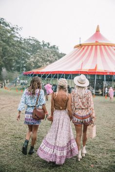 A dreamy boho party mixed with the relaxed vibes of Byron Bay. Check out these fab festival style fashion girls in their latest Spell Designs.
