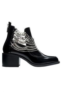 Практичный подход: ревизия актуальной обуви дешевле 15 000 рублей