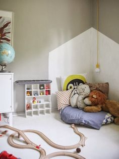 More House designs for kids' rooms! I love the shelves & the wall designs <3