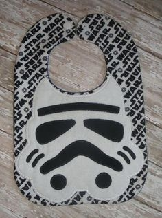 Stormtropper bib Burp Rags, Burp Cloths, Quilt Patterns, Sewing Patterns, Kids Patterns, Sewing Ideas, Handmade Baby Clothes, Bib Pattern, Baby Sewing Projects