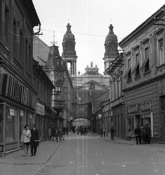 Kossuth utca, háttérben a Nagytemplom. Utca, Street View