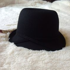 NWT Black Cloche Hat New! Merona Accessories Hats