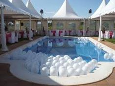 a pool full of white balloons. Weight each balloon with a marble or a bit of water Pool Wedding Decorations, Debut Party, Pool Rules, Circus Wedding, White Balloons, 50th Party, Wedding Beauty, Holidays And Events, Swimming Pools
