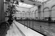 Plaváreň  Grössling, Bratislava Vajanského nábrežie bola súčasťou starých Mestských kúpeľov na Kúpeľnej ulici. Bratislava, Old Photos, Nostalgia, Places, Photography, Travel, Retro, Inspiration, Historia