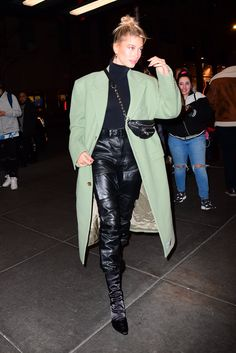 Hailey Bieber arrives at Saturday Night Live Source by morgyban night outfit casual Estilo Hailey Baldwin, Hailey Baldwin Style, Night Outfits, Classy Outfits, Cool Outfits, Outfit Night, Outfit Summer, Looks Street Style, Model Street Style