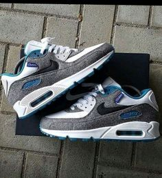 Simple Nike Frees Shoes are a must have for every active girl's wardrobe Nike Free Run, Nike Free Shoes, Nike Shoes Outlet, Nike Air Max 90s, Nike Air Force 1, Air Max Sneakers, Sneakers Nike, Kicks Shoes, Fresh Shoes