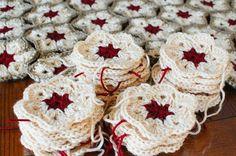 A beautiful twist to a traditional African Flower pattern ... FREE crochet pattern! #crochet #fiber