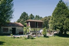 The old farmhouse is surrounded by nature and just 10 minutes from Porto and 7 km from the best surf spots.