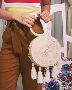 Tu diseñas tu estilo a tu manera, y nosotros te ayudamos en @simons_storemed 🌺🌺 Straw Bag, Hats, Style, Hat