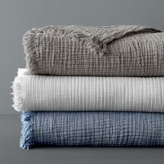 Shop Williams-Sonoma Home's luxury bed blankets for the last layer of your bed. Discover cashmere and faux fur bed blankets that will add style to your bed and keep you warm at night. Cotton Blankets, Cotton Bedding, Linen Bedding, Bedding Sets, Throw Blankets, Bedding Storage, Bedroom Linens, Coverlet Bedding, Bed Throws