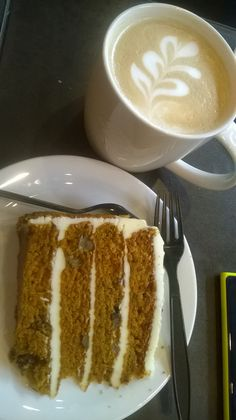 Feeling like #Starbucks. Coffee and carrot cake before the flight. Yammy...