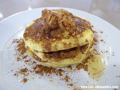 Panquecas de Queijo Fresco com Manteiga de Amendoim, Mel e Canela - http://gostinhos.com/panquecas-de-queijo-fresco-com-manteiga-de-amendoim-mel-e-canela/