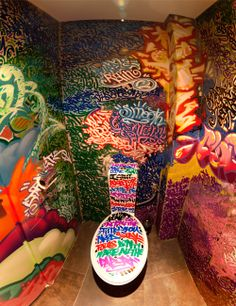 Public Toilet Amazing Graffiti Designs on We Heart It Graffiti Art, Bathroom Graffiti, Street Art, Deco Originale, Street Culture, Aesthetic Grunge, Urban Art, Home Deco, Photo Art