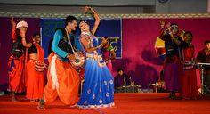 """रायपुर, महासमुंद, गरियाबंद एवं बलौदाबाजार-भाटापारा जिले के पंचायत प्रतिनिधियों ने बिलासपुर के लोक कलाकार श्री बालमुकुन्द पटेल एवं साथियों द्वारा पेश सांस्कृतिक कार्यक्रम का आनन्द लिया. देवार गीत से शुरुआत करते हुए कलाकारों ने नृत्य के साथ लोकमंच पर रंग जमा दिया. जीजा-साली की नोकझोंक """"पान खवादे भाटो मोला"""", माँ काली जसगीत """"नवदुर्गा आवय गंगा नहाय बर"""", भाई-बहन का प्यार """"राखी बांधे बहिनी मोर"""" आदि गीत पेश किए. देर शाम तक चले कार्यक्रम का पंच-सरपंचों ने लुत्फ़ उठाया."""