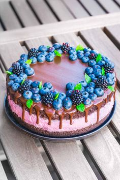 Brombær og chokoladelagkage fra Bageglad Eid Cake, Danish Cuisine, Baileys Cheesecake, Recipes From Heaven, Fudgy Brownies, Chocolate Ganache, My Favorite Food, Cake Recipes, Cake Decorating