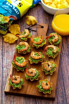 Guacamole and shrimp appetizers - Amandine Cooking Guacamole Recipe No Onion, Guacamole Recipe Without Cilantro, Avocado Recipes, Zucchini Muffins, Zucchini Chips Recipe, Keto, Shrimp Appetizers, Xmas Food, Food Packaging