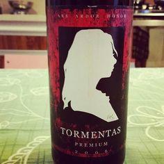 """Vinho do dia: Tormentas Premium 2006, ou seja estamos em 2016 portanto 10 anos. 1070 gfs só. """"Um corte insólito de Pinot Noir de coleta super tardia, 25% Tannat, 25 Merlot, 5% Alicante Bouschet"""" como diz a garrafa. #vinhos #vinhosbrasileiros #vinicultura#ateliertormentas"""