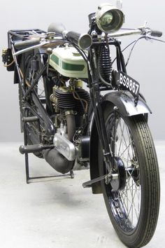 Triumph 1926 Model P 494 cc side valve single frame # 942841 engine# 244115 ESA In the twenties Triumph had to fight hard for their market share. Their answer to the competitors was a basic 500cc bike: it was very was cheap – £42.17s.6d -the type SD, also a 500 cc side valve single, was £83.00. By using ... Read more